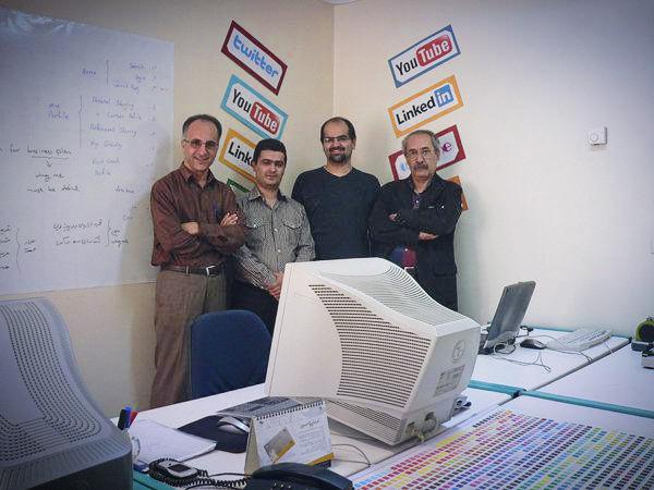 در دفتر ما سر پروژه wingme من و محمد و شهرام و استاد ابراهیم حقیقی (گرافیست) سال 88