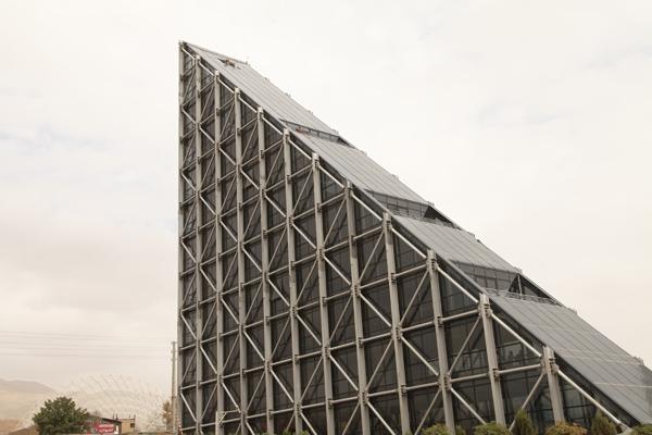 از پارک علم و فناوری پردیس تهران بازدید میکنیم و مهمان ناهار سرآوا در آنجا خواهیم بود.