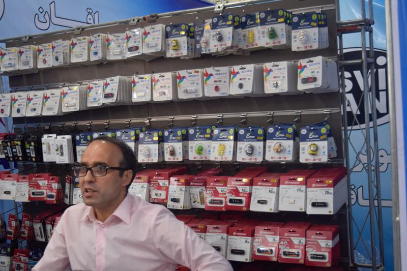 فروش انواع فلش مموری در نمایشگاه الکامپ تبریز