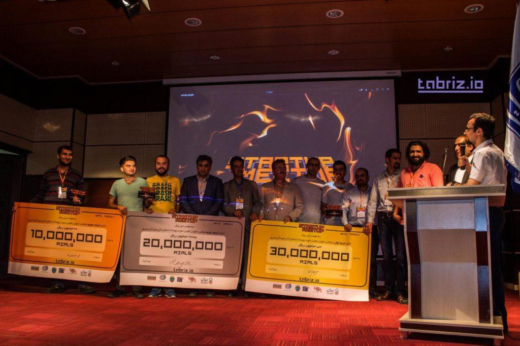 تیم های منتخب رویداد معرفی شدند و جایزه خود را دریافت کردند. تیم نویسنده، سیستم ارتباط نویسندگان و ناشران محتوا در جایگاه سوم، تیم iRecycle سیستم بازیافت هوشمند شهری در جایگاه دوم و وای بای، سیستم سفارش آنلاین کالا در جایگاه اول قرار گرفت.