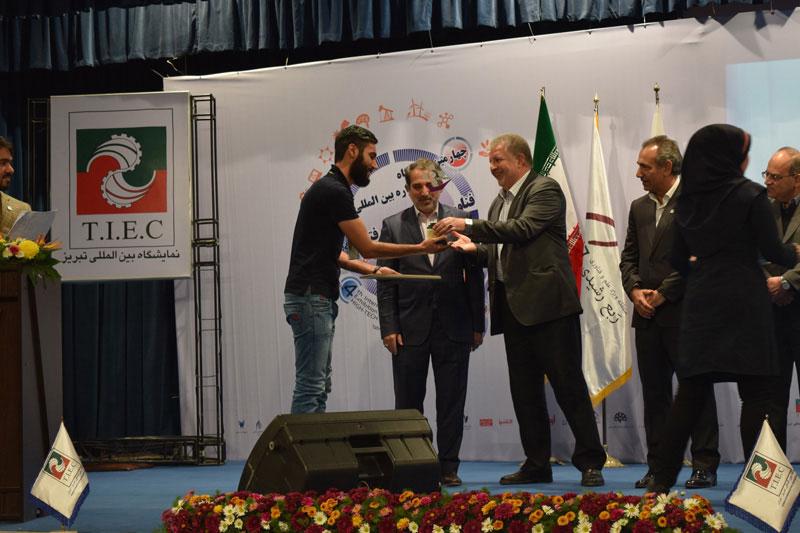 اهدا جایزه حامد نجفی بعنوان صاحب ایده منتخب مردمی
