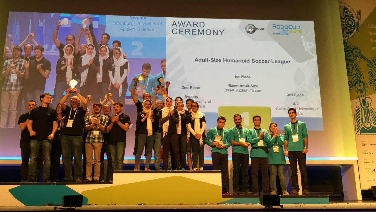 تیم روباتیک دانشگاه ایلخچی بر سکوی سوم جهان ایستاد