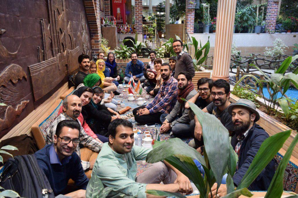 شام داوران، حامیان و تیم اجرایی در کنار یکدیگر