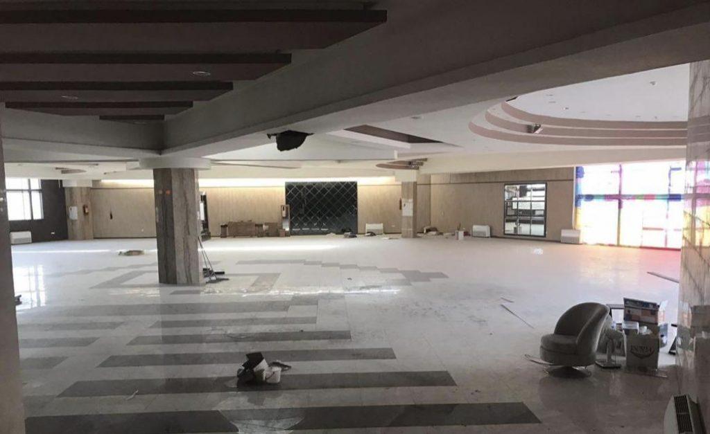 طبقه فوقانی مرکز تجاری جواهر که رو به روی دانشگاه تبریز قرار گرفته است بلحاظ موقعیت جغرافیایی برای فضای کاری اشتراکی ایده عال است چرا که هم فضای بزرگی دارد و هم نزدیک به دانشگاه است. تمامی اکوسیستم های موفق استارتاپی جهان در کنار و نزدیکی دانشگاه شکل گرفته اند.